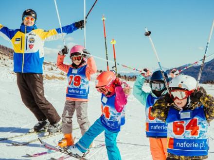 Jazda na nartach - z kijkami czy bez?